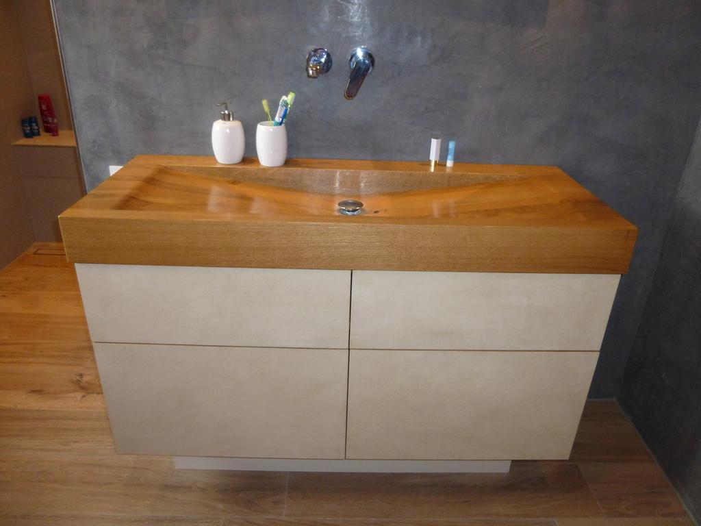 Badezimmer waschtische for Waschtisch badezimmer